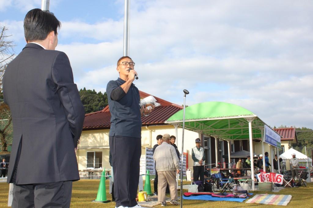 H30-10-28-博善社互助会員グラウンドゴルフ大会-開会式-出店挨拶01