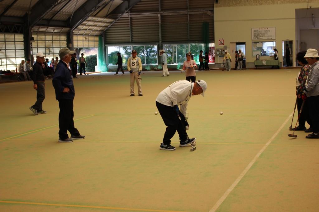 H30-10-13-互助会員ゲートボール大会-プレー中2